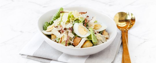 Chicken Caesar Salad (dressing cont. anchovies) - Large