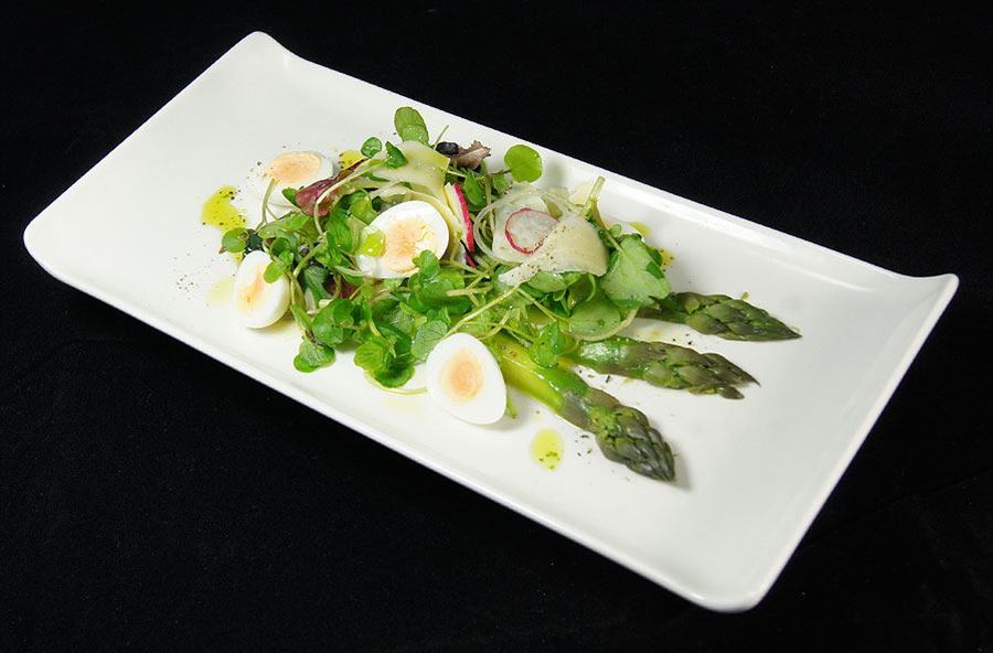 Suffolk asparagus and quails egg salad V