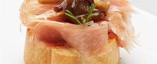 Prosciutto bruschetta w fig relish