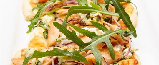 Smoked salmon, red onion, ricotta cheese & roquet leaves pizza