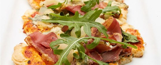 Caramelised pear, proscuitto, roquet & gorgonzola pizza