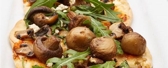 Roasted mushroom, fetta cheese, spinach & basil pesto pizza