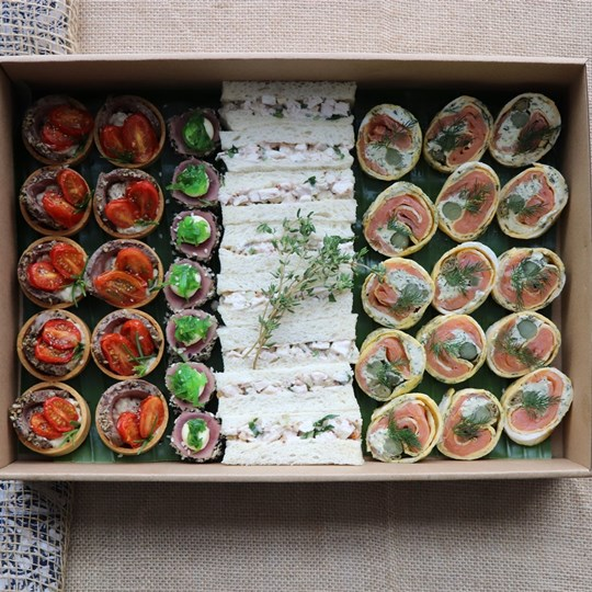 Deluxe Canape Box (40 pieces)
