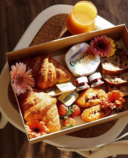 The Zoom Breakfast Box (serves 2 - 3)