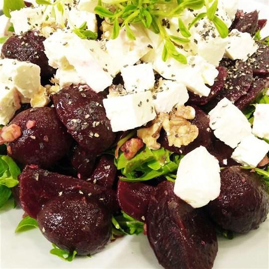 Beetroot, Rocket, Feta & Walnut Salad (GF) (VEG)