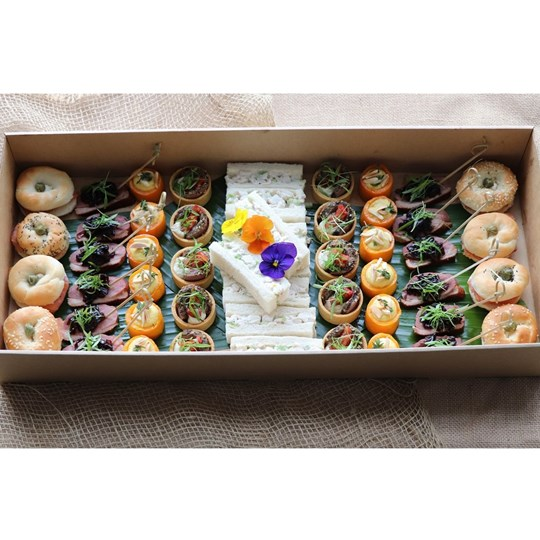 Deluxe Canape Box (50 pieces)