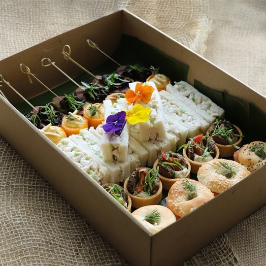 Deluxe Canape Box (30 pieces)