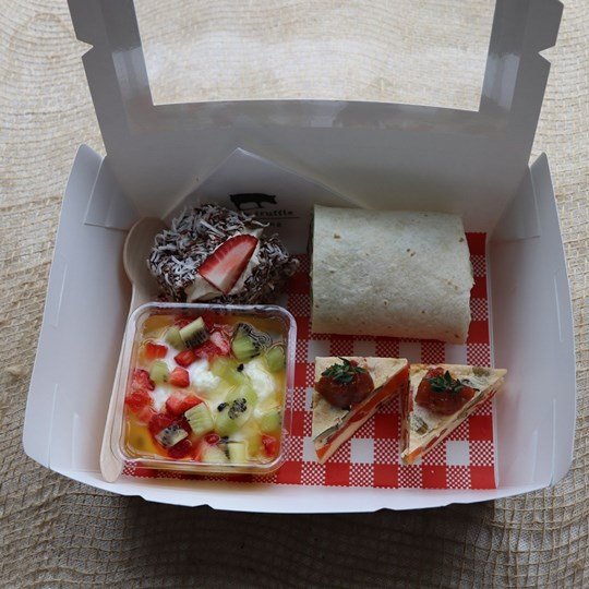 White Lunch Box 4