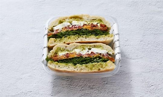 Individually packed vegetarian Turkish roll (V)