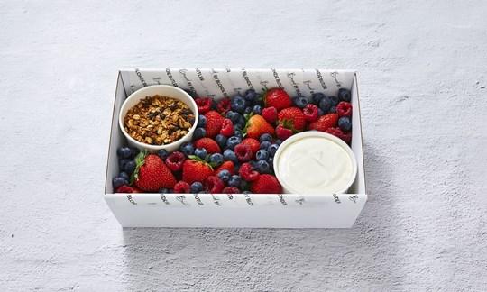 DIY vegan yoghurt & berry box (V)