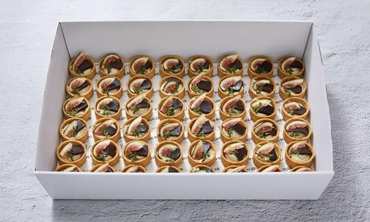 Fig, quince & gorgonzola tarts (V)