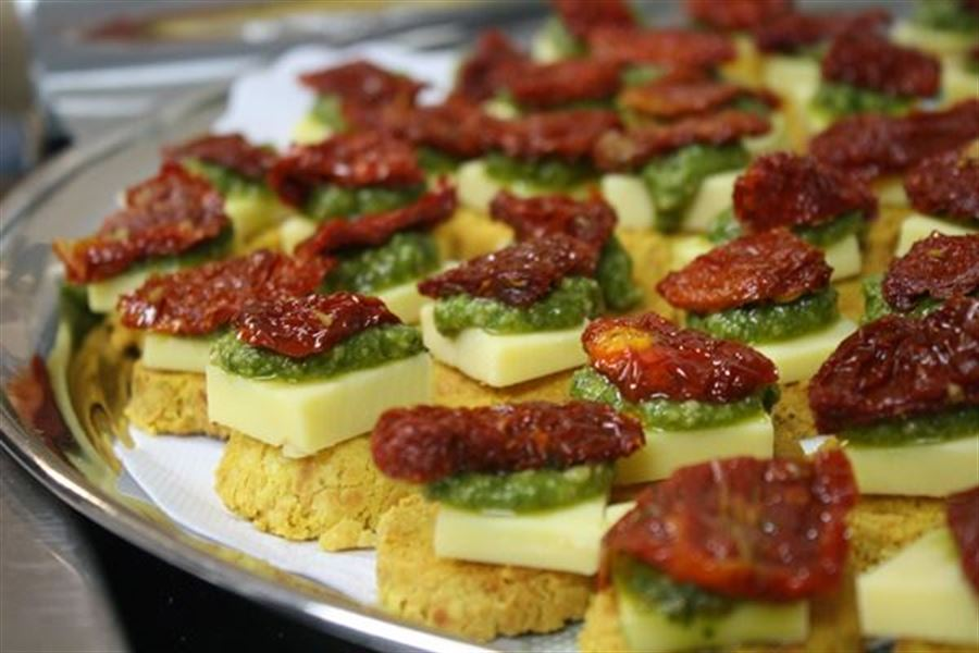 Parmesen shortbread, cheese, tomato, pesto