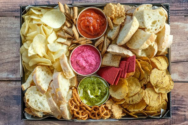 BREADS, CHIPS N DIPS PLATTER (serves 10)