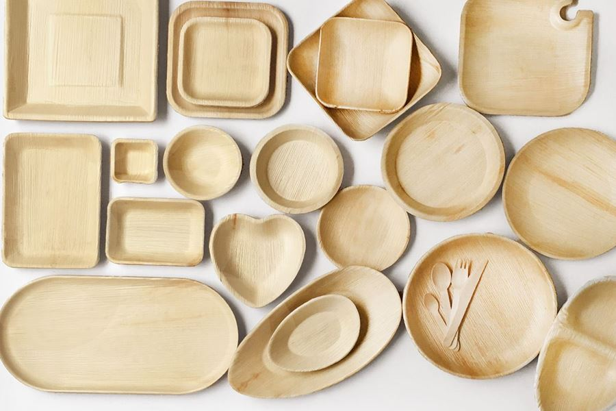 Bio degradable palm leaf plates, cutlery & napkins