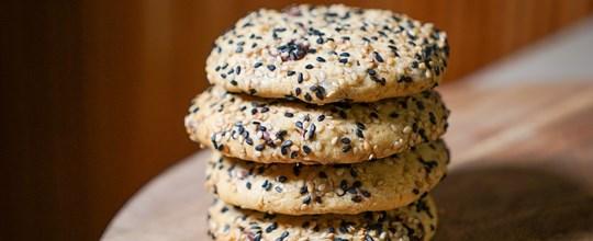 Black Sesame & Chocolate Chip Cookie