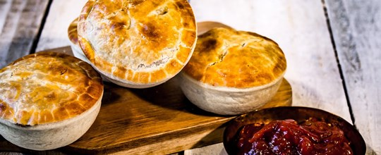 Gourmet beef pies with tomato relish platter (30 pieces)