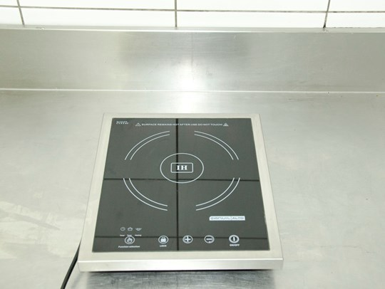 Induction top, single burner, 10amp power (must use steel or copper base pots)