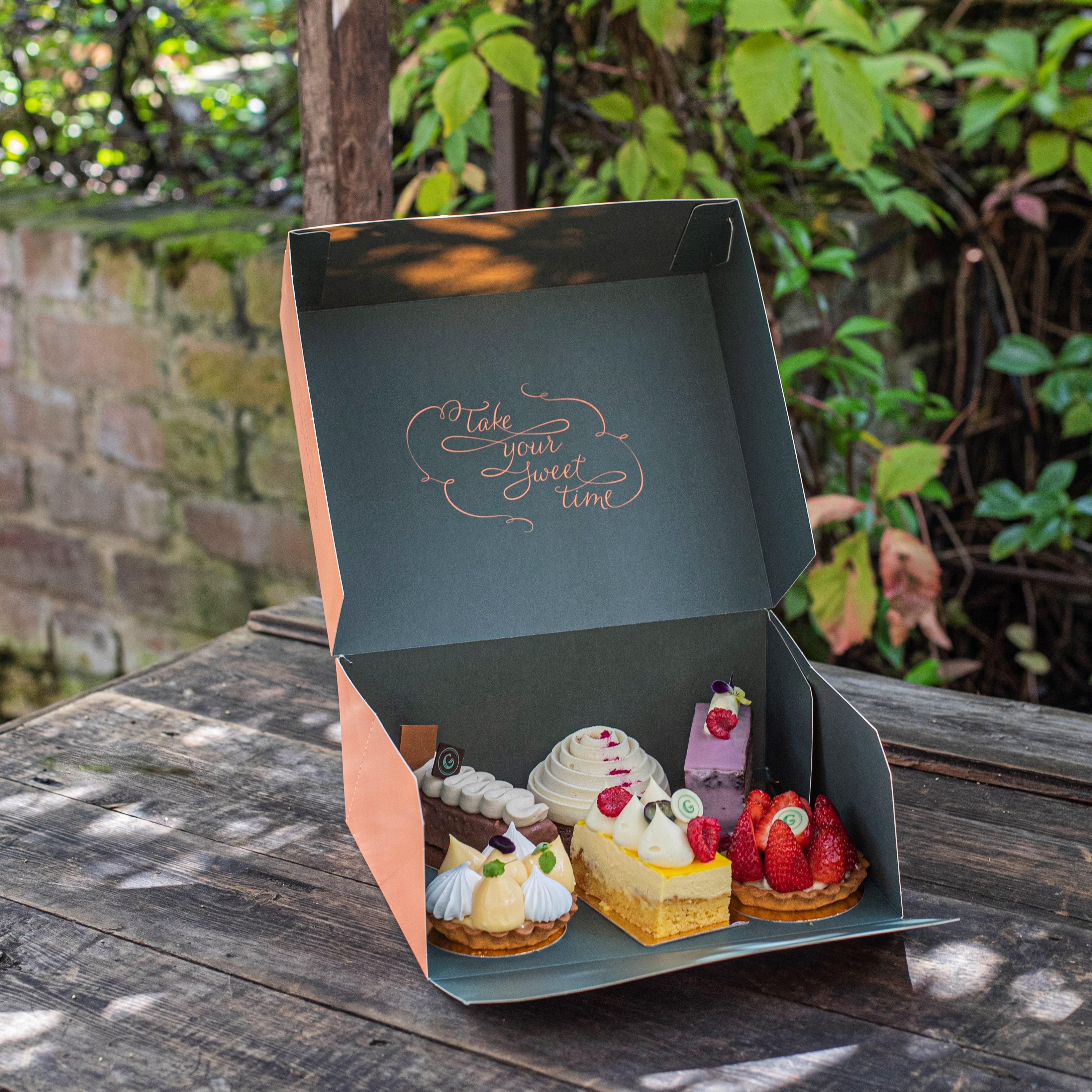 Cakes & Tarts Box