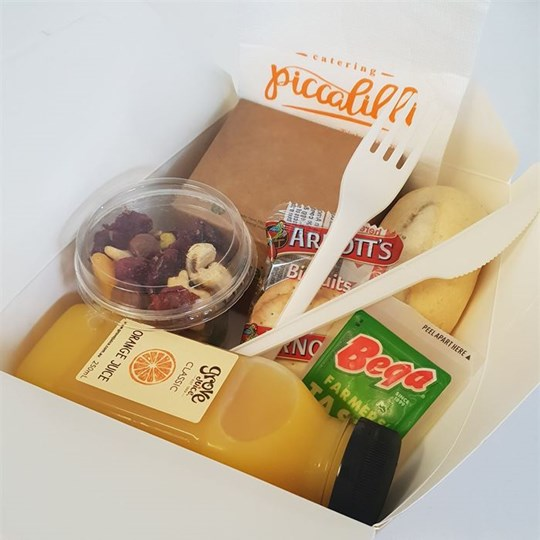 Executive Boxed Lunch 3 (5 Items) in Large Window Box - Thai Beef Salad, Dinner Roll with butter, Dried Fruit and Nut Mix (80g), Cheese & Cracker Portion, 250 ml juice, fork & knife, napkin