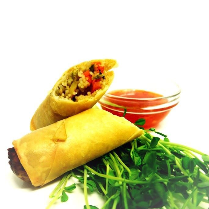 Crispy hot vegetable spring roll with sweet chilli dipping sauce (v, vegan) (min 10)