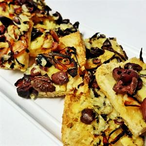 Turkish Pizza Slices with Garlic Butter, Spanish Onion, sliced OLIVES, Pecorino (V) (min 10)