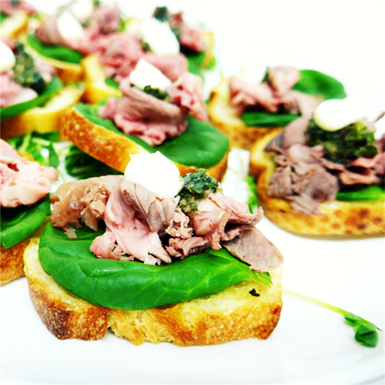 Baguette slices with roast beef and salsa verde (min 10)