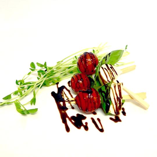 Tomato, basil & bocconcini cocktail drizzled with balsamic glaze (g/f, v) (min 10)