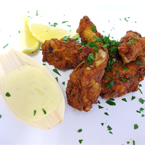 Buttermilk chicken wings with blue cheese sauce (min 10)