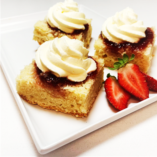 Scone (1 x plain half piece) - cut and topped with jam and cream