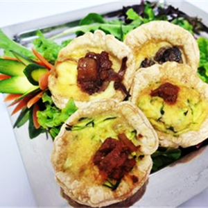 Mini Vegetarian Quiche with Puff (v)