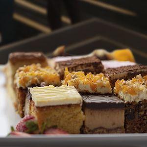 Cake and slice platter (3 pieces per serve)