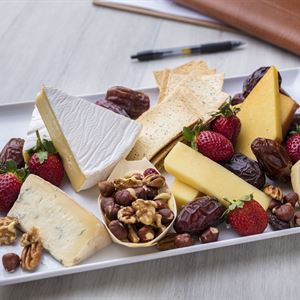 Executive cheese platter with crackers (min 6)
