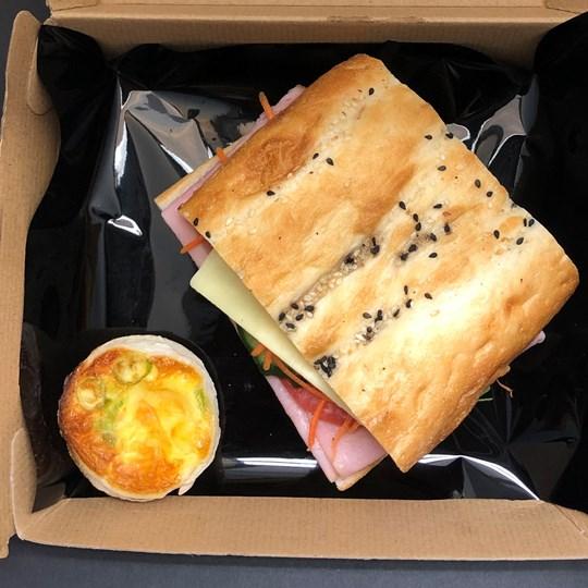 Gourmet Turkish + 1 mini quiche (In Window Box)