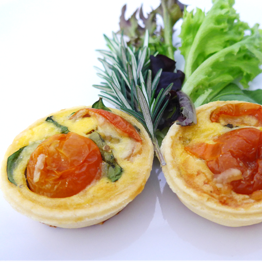 Spinach egg tomato tartlet (g/f) (min 10)