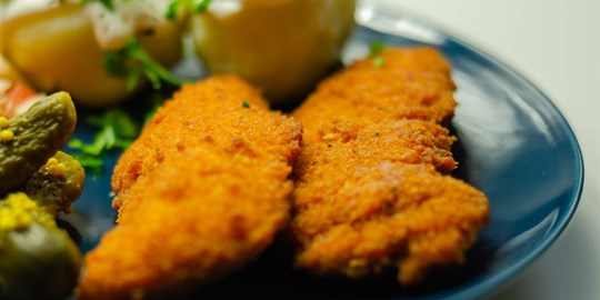 Panko Crumbed Chicken Breast with tuscan chat potatoes & Steamed Seasonal vegetables (450g) DF