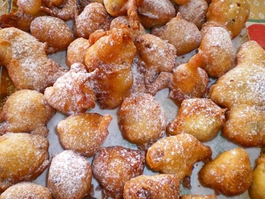 Fritule Donuts Box – Small Croatian Donuts rolled in cinnamon sugar