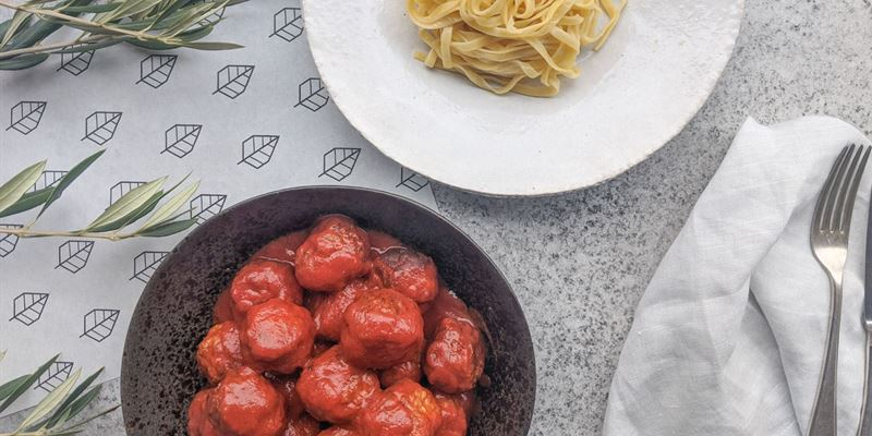 Meatballs and Sugo - Small feeds 1-2