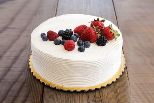 Vanilla Cake with Berries