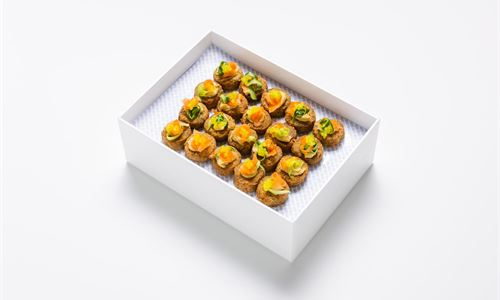 Mini falafel, pickled carrot, courgette, hummus