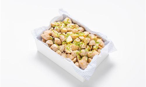 Roasted baby gourmet potato, spring onion, garlic, soy mayo (V)