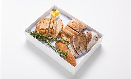 Wildwheat sourdough, ciabatta, baguette, smoked butter