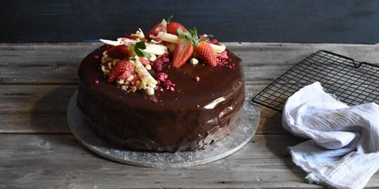 Celebration Cakes (serves up to 16)