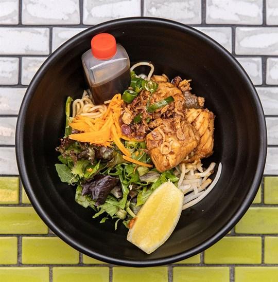 Medium Vermicelli Noodle Salad - Seared Atlantic Salmon (DF)