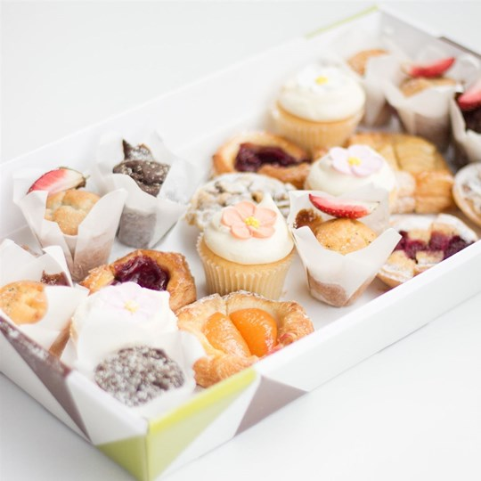 Chef's Specialty Sweets Platter (Per person)