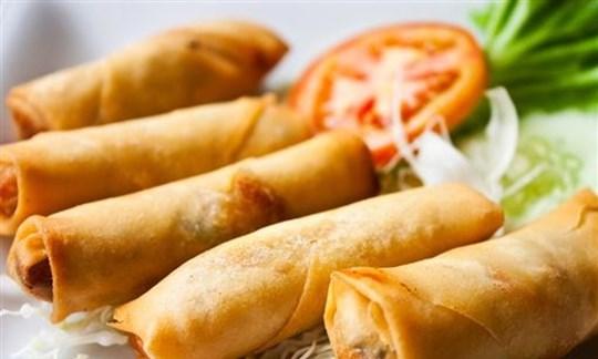 Gourmet vegetarian spring rolls with sauce