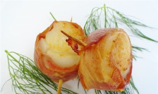 Prosciutto wrapped scallop
