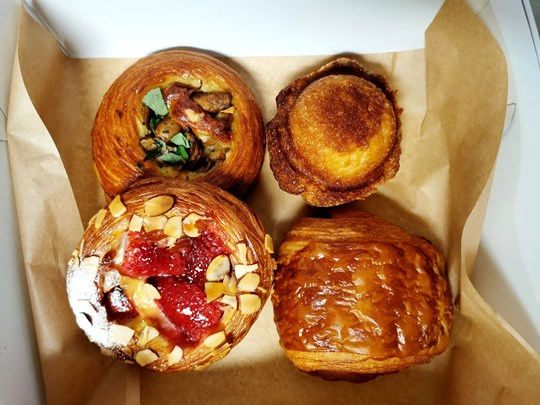 Mixed pastry box - 4 assorted pieces