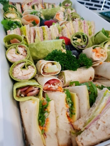 Mixed Platter Point Sandwiches & Mini Wraps - 24 Pieces