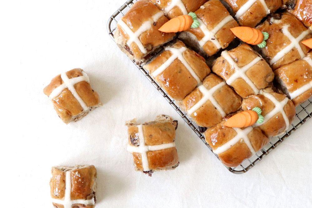 Hot cross bun mini: Traditional fruit (v)